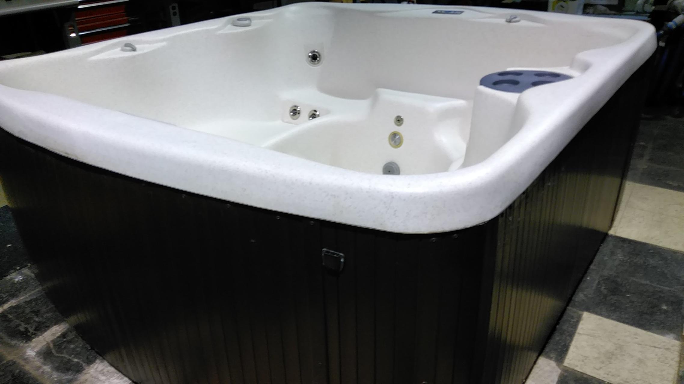 Used Merchandise - Norfolk NE Pools, Spas, Hot Tubs - Tropical Waters